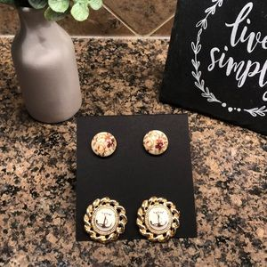 Set of 2 vintage earrings